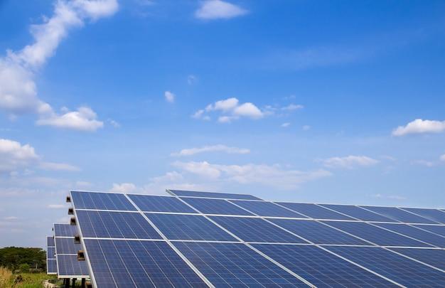 Energía solar de la granja para la energía eléctrica renovable del sol.