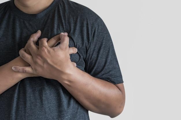 Enfermedad del hombre dolor en el pecho sufrimiento ataque al corazón