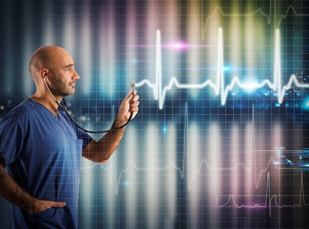 La enfermera apoya un estetoscopio en un gráfico