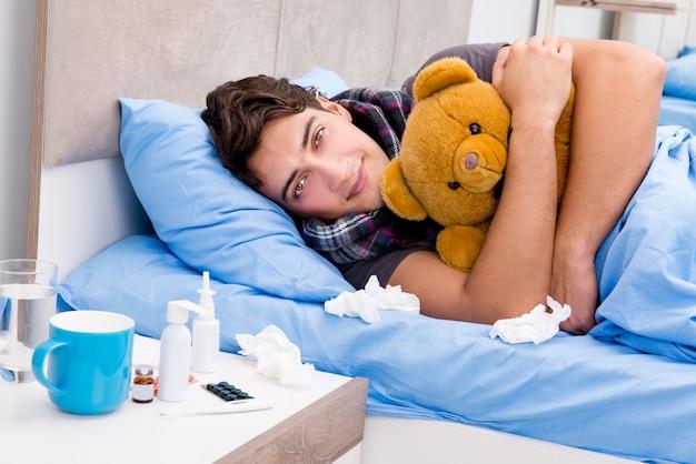 Enfermo enfermo en la cama tomando medicamentos y drogas