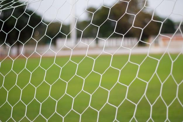 Enfoque selectivo fútbol puerta malla desenfoque de fondo