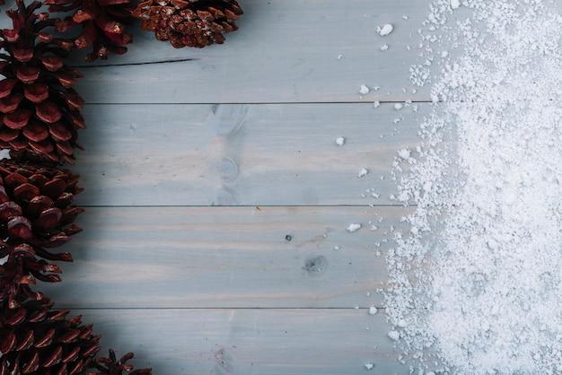 Enganches y nieve ornamental.