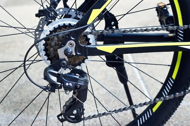 Engranaje de bicicleta y rueda trasera