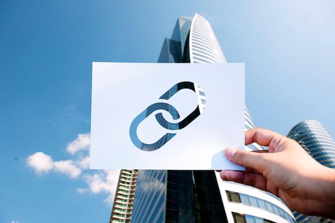 Enlace corporativo conectado con papel perforado