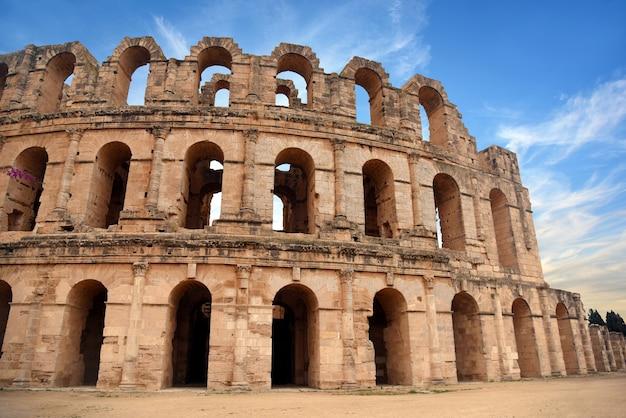Enorme coliseo romano en la ciudad tunecina de el jam