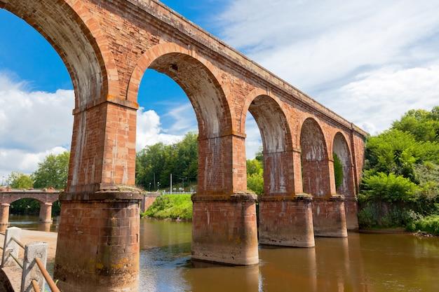 Enorme puente de tren en francia
