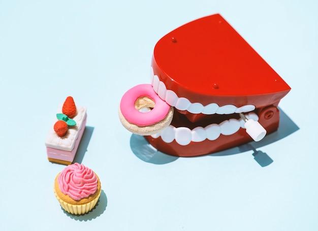 Enrollar juguete de dientes parloteo