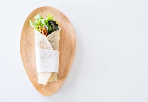 Enrollar el rollo de ensalada