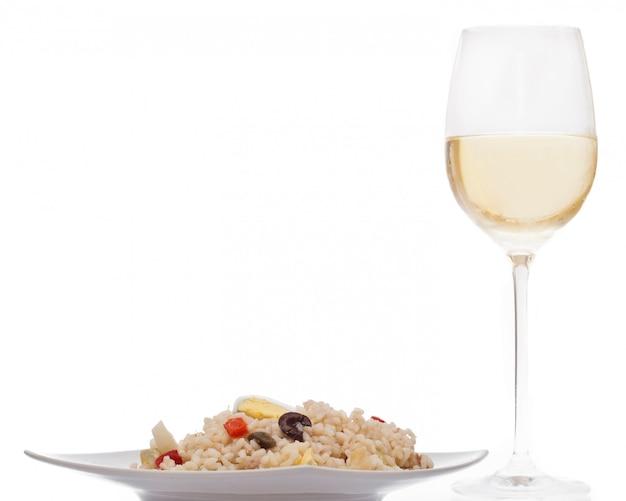 Ensalada de arroz y vino