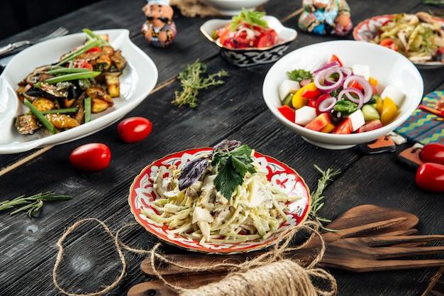 Ensalada encurtidos setas de pollo ensalada griega achichuk