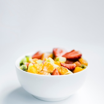 Ensalada de frutas en un tazón