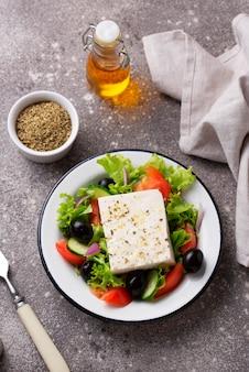 Ensalada griega tradicional con queso feta