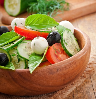 Ensalada griega de vegetales frescos, de cerca