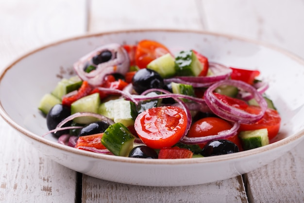 Ensalada griega de verduras de verano.