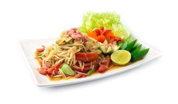 Ensalada picante de papaya en salsa de pescado en escabeche comida tailandesa