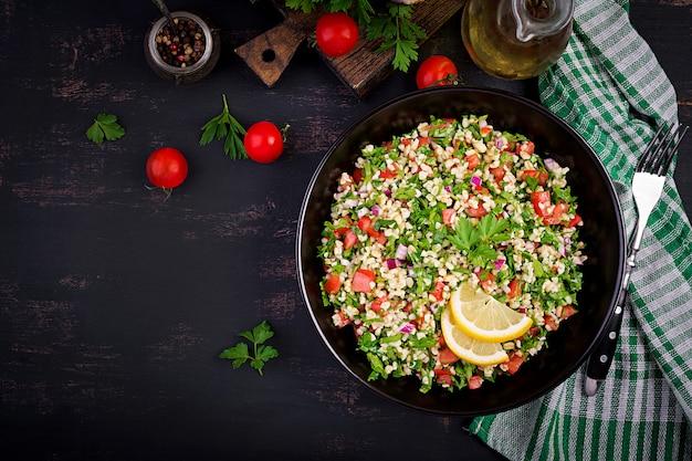 Ensalada tabulé. plato tradicional del medio oriente