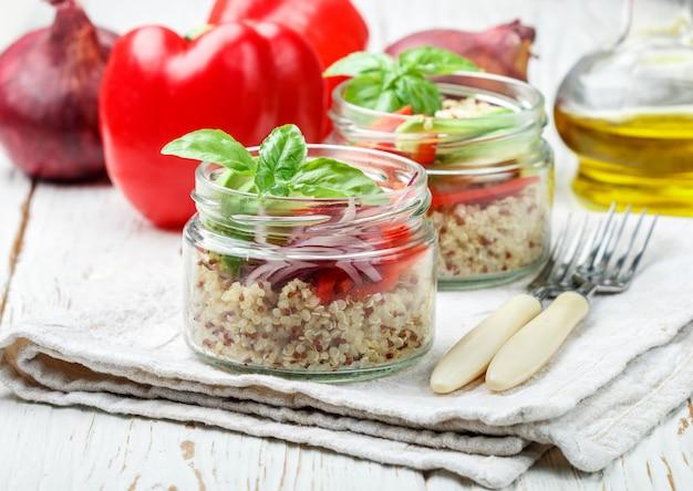 Ensalada tibia de quinua con verduras