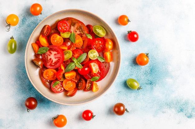 Ensalada de tomate fresco con albahaca.