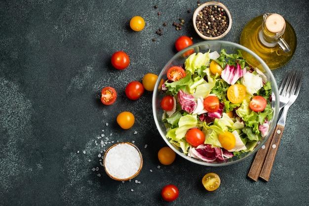 Ensalada de vegetales saludables.