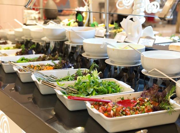 Ensaladas en un buffet