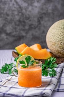 Entero y en rodajas de melones
