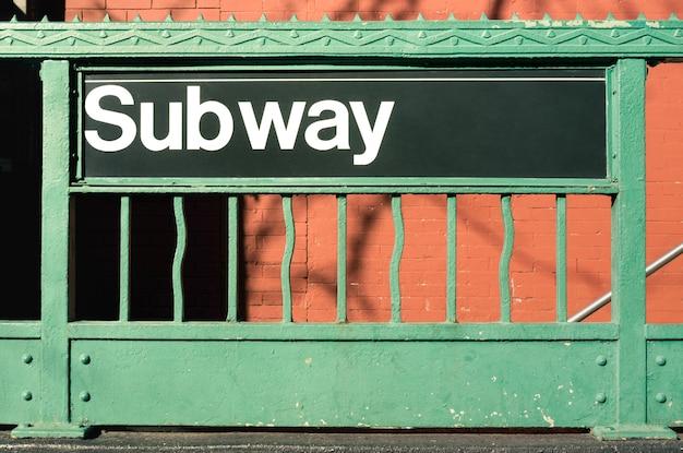Entrada de metro - estilo de la ciudad de nueva york