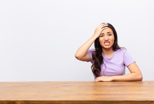 Entrar en pánico por una fecha límite olvidada, sentirse estresado, tener que ocultar un desastre o error