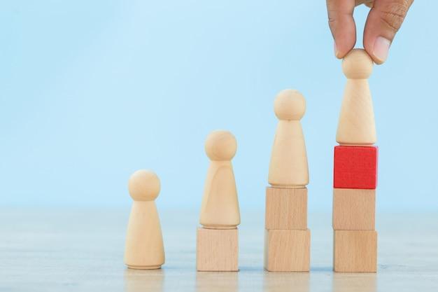 Entregue recursos humanos de negocios, empleados de reclutamiento y gerentes de talento con el concepto de líder de equipo de negocios exitoso - imagen.
