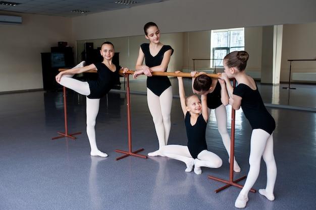 Entrenador de baile, niños, ballet, coreografía