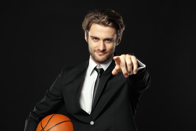 Entrenador, negocios, deporte sobre fondo negro