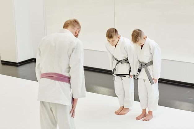 Entrenador y sus alumnos