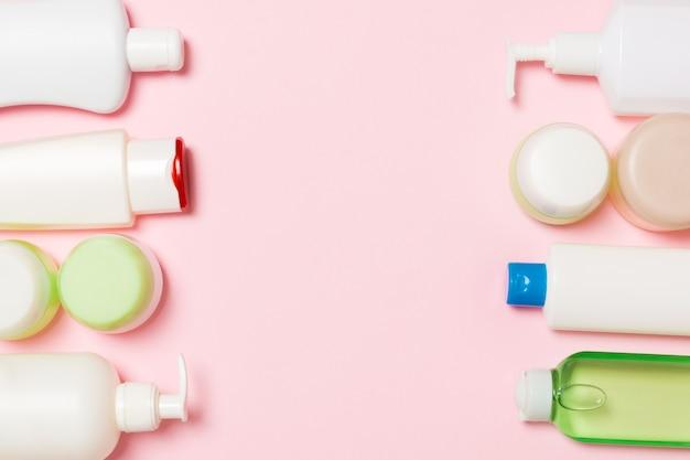 Envases cosméticos, aerosoles, frascos y botellas en rosa