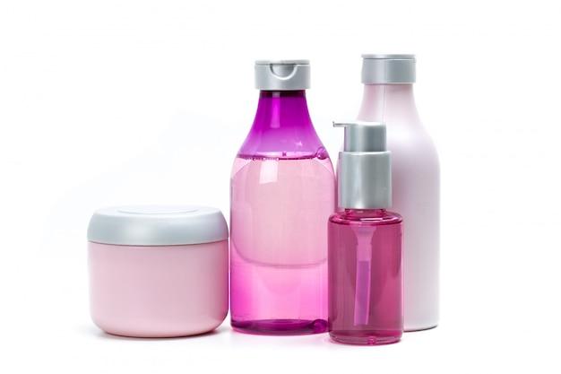 Envases cosméticos aislados en blanco