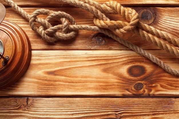 Enviar cuerda a superficie de madera
