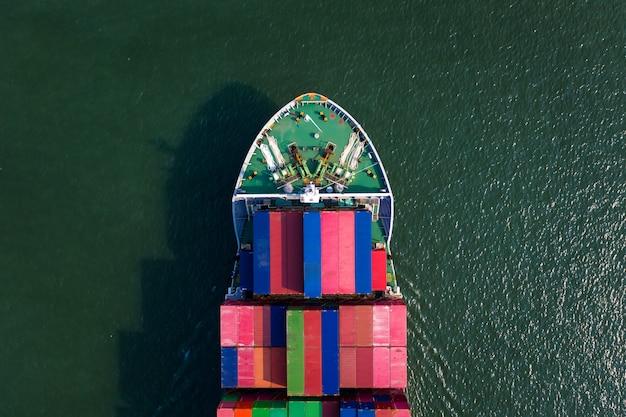 Envío de contenedores de carga de negocios de importación e importación internacional en el mar