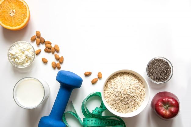 Equilibrio saludable representación de alimentos para bajar de peso.