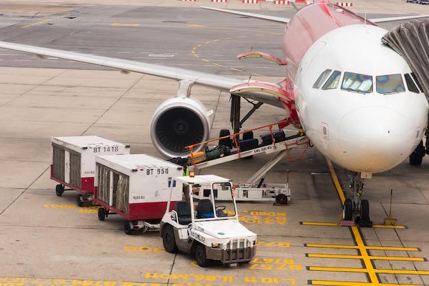 Equipaje de pasajeros en aeropuerto