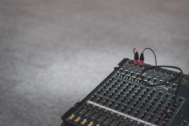 Equipo de botones de enfoque selectivo para control de mezclador de sonido.