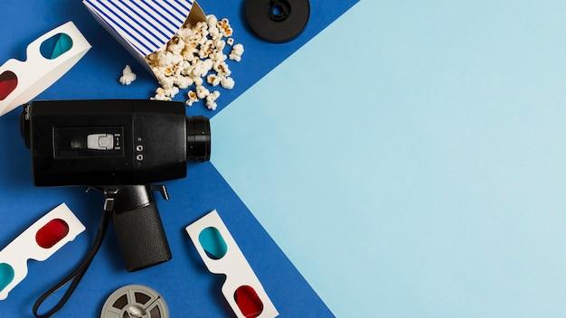 Equipo de cine plano y gafas 3d