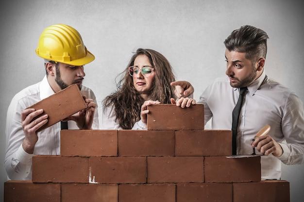 Equipo de construcción construyendo