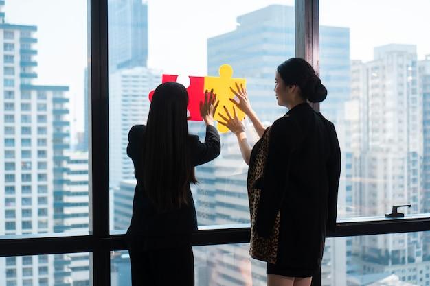 Equipo de consulta de negocios para el éxito de marketing.