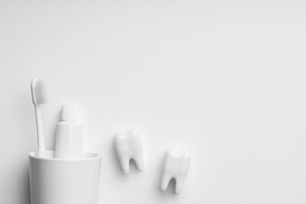 Equipo de cuidado dental blanco