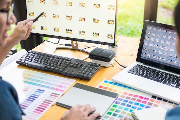 Equipo de diseño gráfico trabajando en diseño web.
