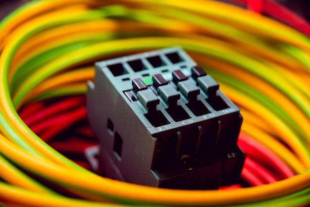 Equipo eléctrico. alambres y aislamiento.