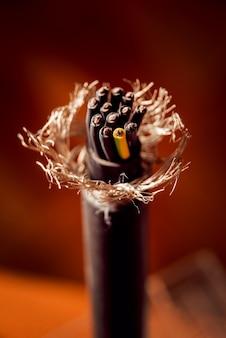 Equipo eléctrico. cable de electricidad.