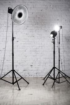 Equipo de estudio fotográfico y accesorios.