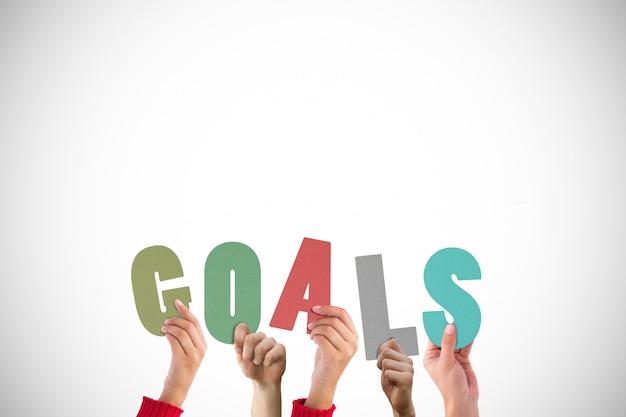 Equipo junto creando la palabra metas