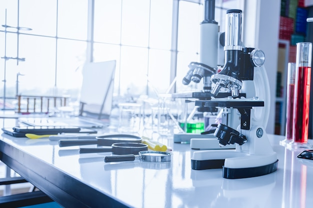 Equipo de laboratorio científico en el laboratorio.
