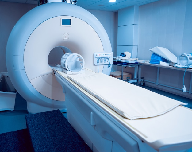 Equipo medico. sala de resonancia magnética en el hospital.