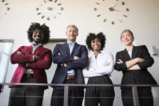 Equipo de negocios multiétnica